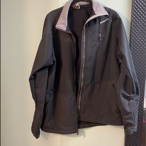 Men's Patagonia fabric and mesh lined windbreaker